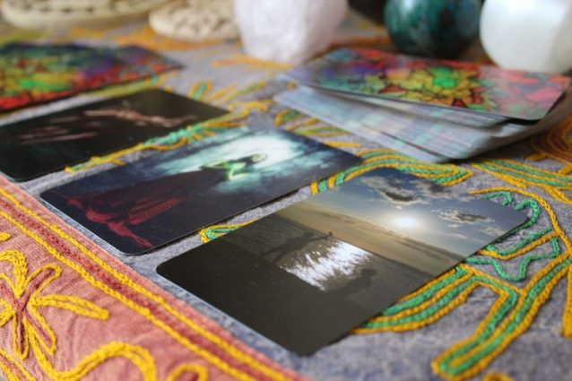 learn how to read oracle cards in 5 simple steps total beginner