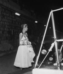 Grace Kelly wearing a Carré Hemès