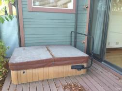 Deck:hot tub