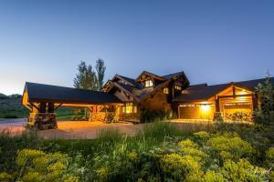 Private getaway in Deer Valley. 5 bed/5.5 bath.  12 month lease.