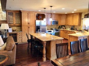3BD/3BA Lower Deer Valley Townhouse available April 1 for short or long-term lease