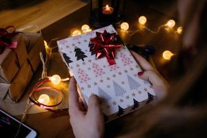 angelwoodcraft-christmas-present 3