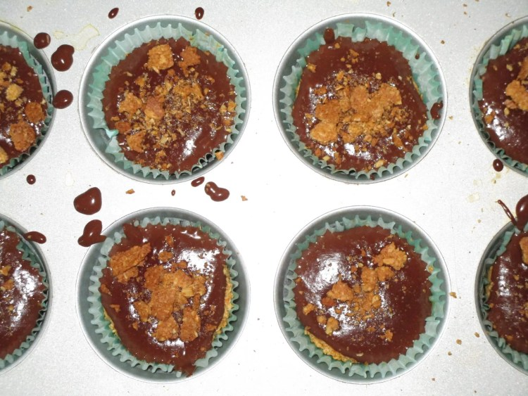 graham cracker cups filled iwth chocolate pudding