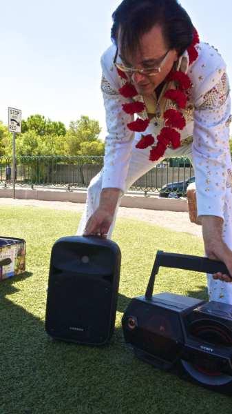 Elvis prepares for a set