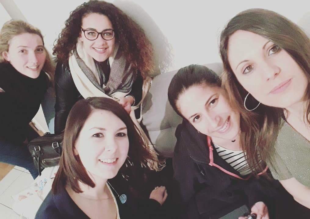 Cinq filles, cinq amies.