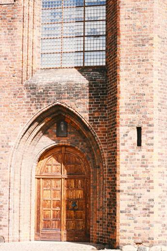 La façade d'une église