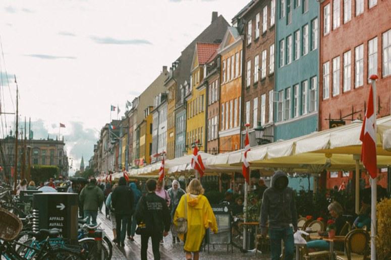 Vie active et restaurants du port de Nyhavn