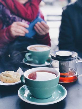 Un thé et un chocolat chaud pour un gouter parfait au Citizen Coffee