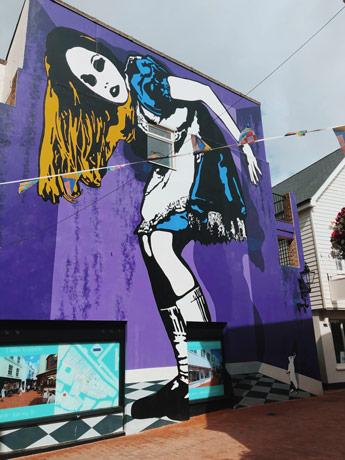 Street art Alice aux Pays des Merveilles