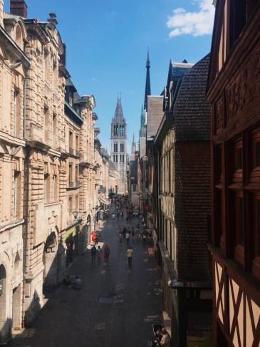Vue sur la Cathédrale depuis l'intérieur du Gros Horloge