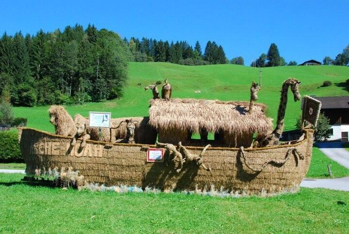 Straw sculptures Noah's arc, Berchtesgaden