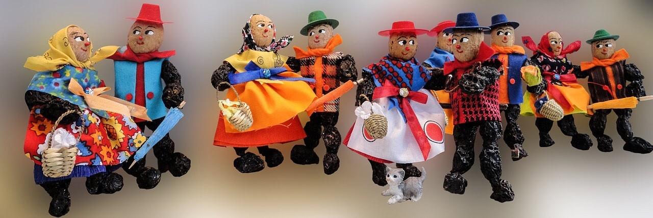 Zwetschgenmännchen, making dolls out of plums