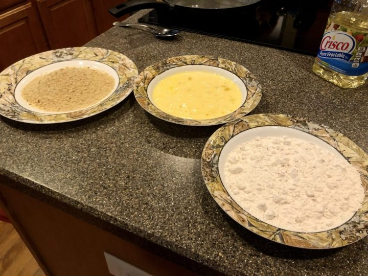 flour, egg and bread crumps, Panier