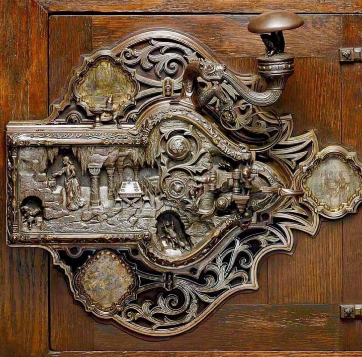 Historic knobs and pulls Germany