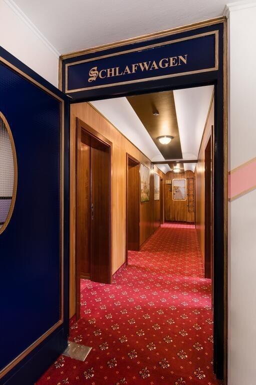 Hotel du Train Hotel hallway, Munich