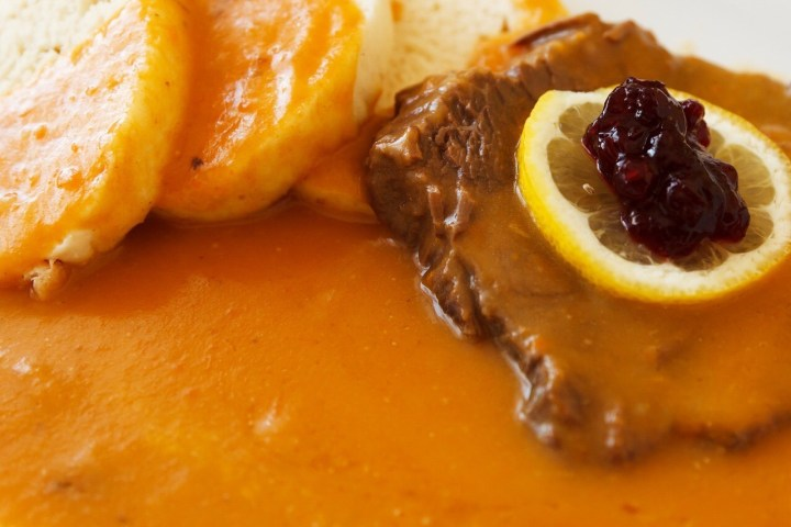 Beef with Cranberry Chutney