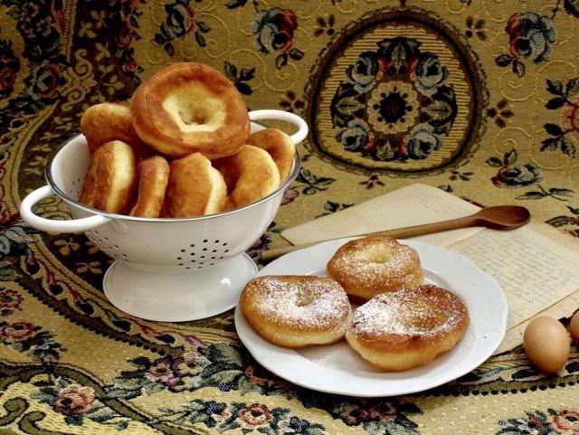Fresh Auszogne, Bavarian Donut