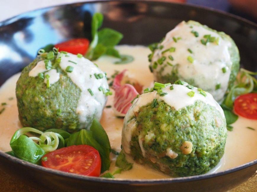 Spinach dumplings, Spinatknoedel