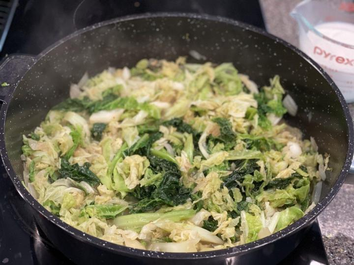 Fry the cabbage
