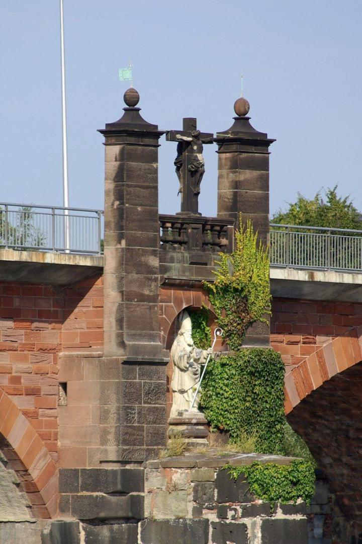 Römerbrücke pillar cross (per Wikimedia)