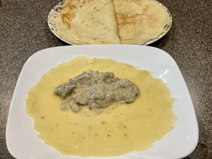 Crepes filled with creamy mushrooms