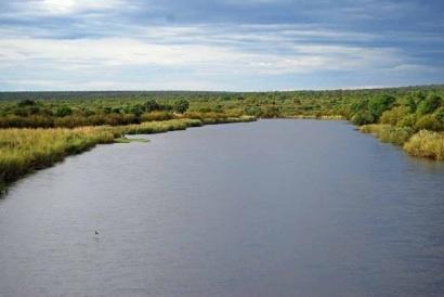 Rio Cuvango flows south from Cuando Cubango to the Caprivi Strip.
