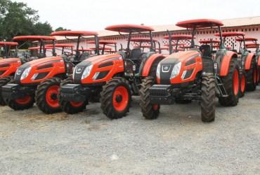 Trator e máquinas Agrícolas