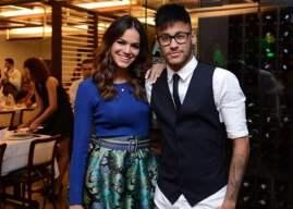 Acabou o amor? Bruna Marquezine deixa de seguir Neymar e apaga as fotos do jogador