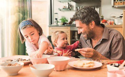 Familien mit nur einem Elternteil sind heutzutage keine Seltenheit mehr. Alleinerziehende können zahlreiche Hilfestellungen nutzen, um den Alltag mit dem Nachwuchs erfolgreich zu meistern.