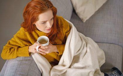 Besonders im Winter steigt der Verbrauch an Wärmeenergie wieder an. Wer Kosten einsparen möchte, ohne auf den gewohnten Komfort zu verzichten, sollte ein paar Dinge beachten.