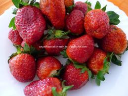 (1) Start with fresh strawberries.