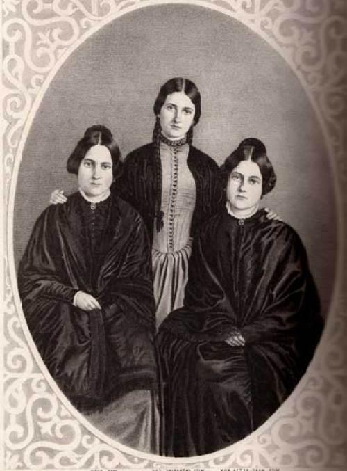 Ba chị em có khả năng nói với... hồn ma - 1