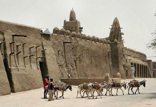 10 kiến trúc bằng bùn đất ấn tượng nhất thế giới - 8