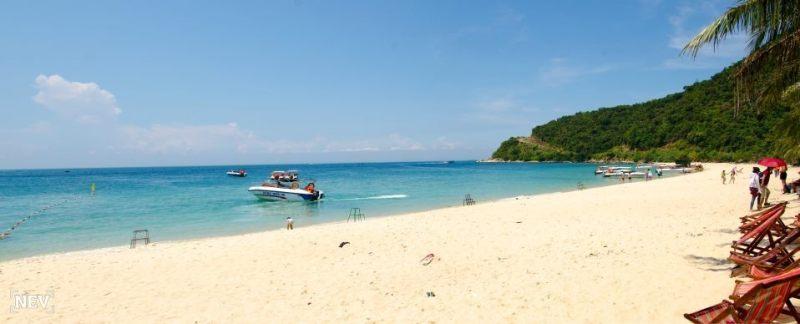 Biển xanh, cát trắng, nắng vàng là đây