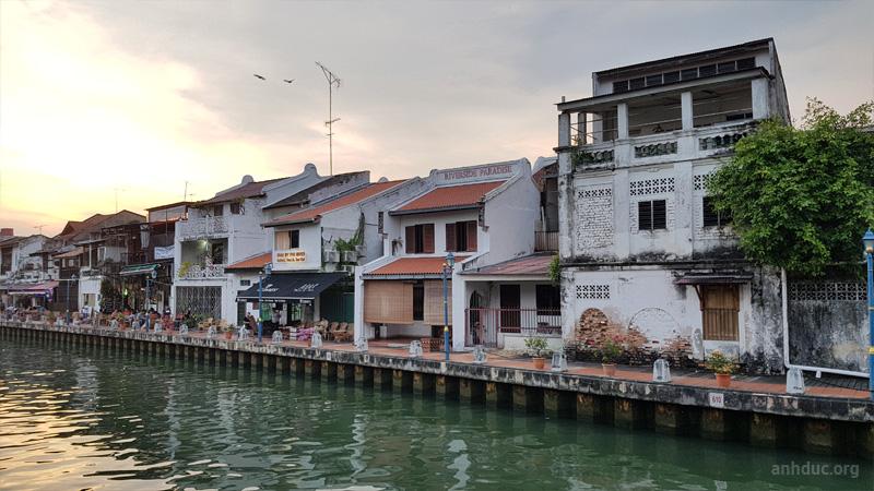 Bờ sông có hotel River Song Residence