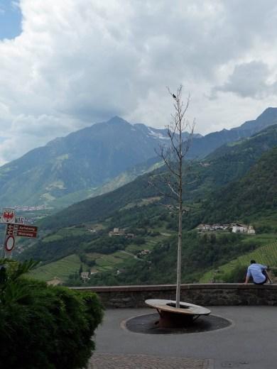 Geschafft: Der steile Weg von Saltaus nach Dorf Tirol liegt hinter uns, der Apfelweg vor uns.