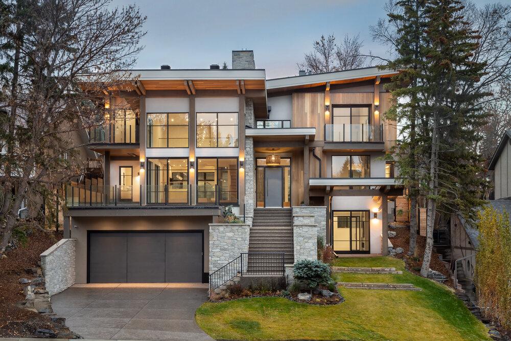 Exterior infill luxury home, modern stye, designed by Dream Ridge Homes