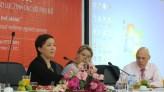 Bà Nguyễn Vân Anh, Giám đốc CSAGA trao đổi tại Tọa đàm