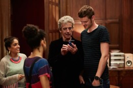 Doctor Who S10 - TX: 06/05/2017 - Episode: Knock Knock (No. 4) - Picture Shows: Shireen (MANDEEP DHILLON), Bill (PEARL MACKIE), The Doctor (PETER CAPALDI), Paul (BEN PRESLEY) - (C) BBC/BBC Worldwide - Photographer: Simon Ridgway