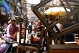 """A Mumbai puoi finire per sbaglio in un mercatino e scoprire che si chiama """"Mercato dei Ladri"""". Però nessuno ti ruberà niente, solo magari una capra potrebbe decidere di venirti ad annusare un po'"""