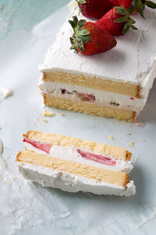 Strawberries & Cream Ice Cream Cake | Layers of pound cake, strawberries, and ice cream make this a decadent and creamy frozen treat | #recipe #icecream #cake #strawberries