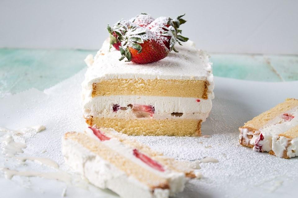 Strawberries & Cream Ice Cream Cake   Layers of pound cake, strawberries, and ice cream make this a decadent and creamy frozen treat   #recipe #icecream #cake #strawberries