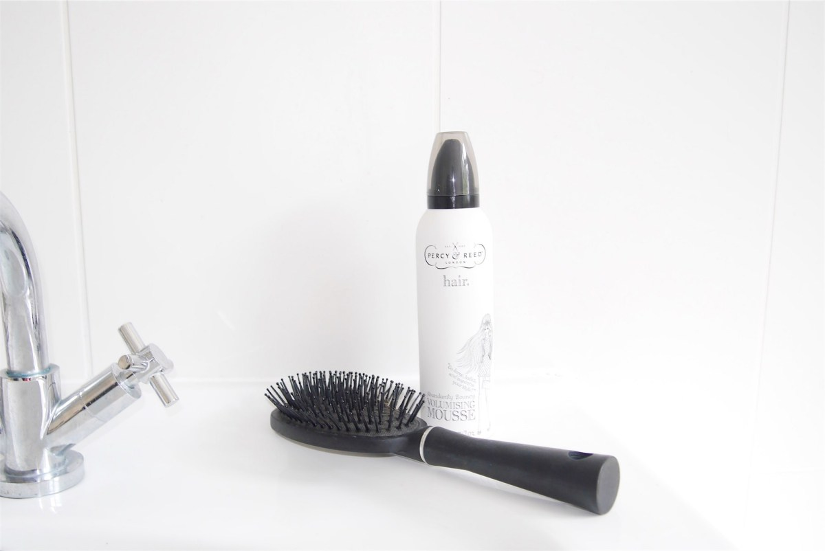 Abundantly Bouncy Volumising Mousse with brush