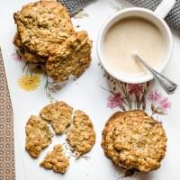 Deliziosi biscotti con avena e uvetta