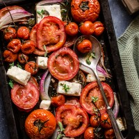 Teglia di pomodori, feta e cipolle di Tropea al forno