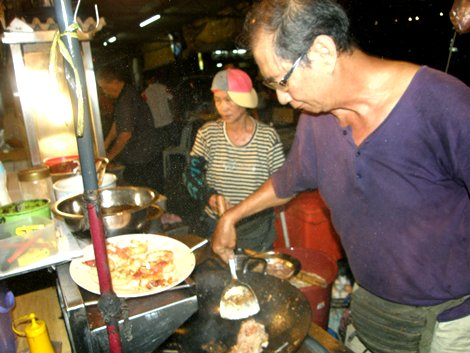 char koay teow vendor in Bworth