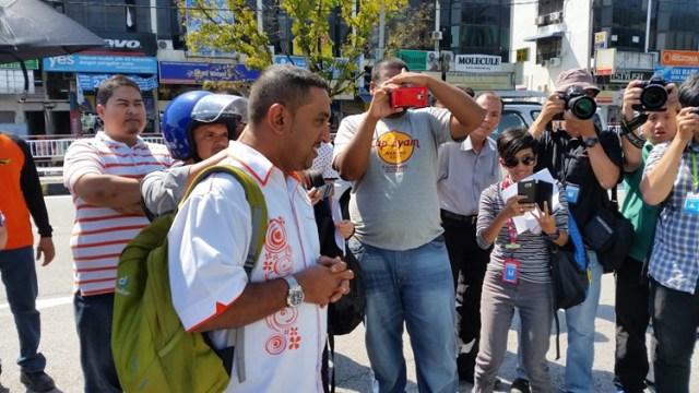 Ridzuan interrupts the protest