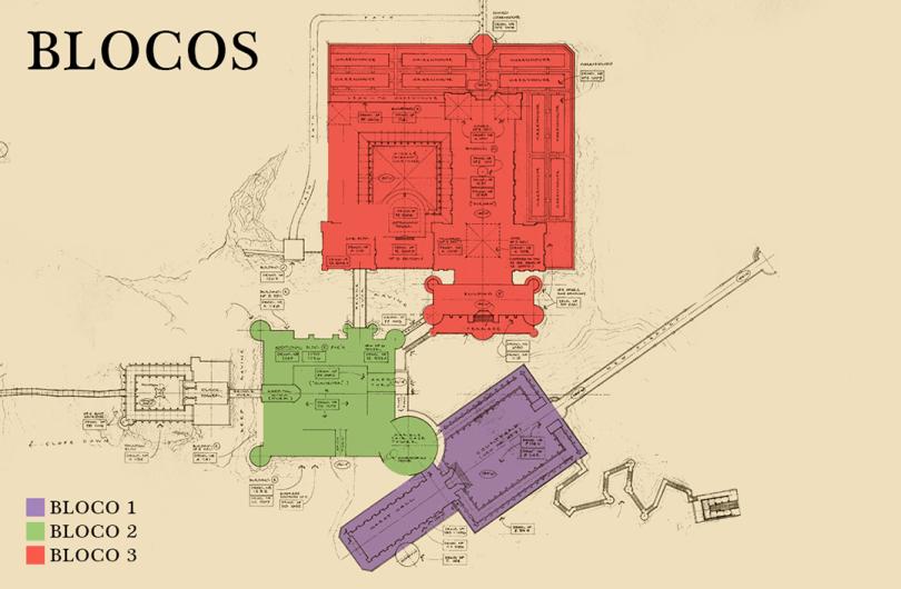 A planta baixa de Hogwarts com os blocos divididos por cores. Em roxo, o bloco 1; em verde, o 2; em vermelho, o 3.