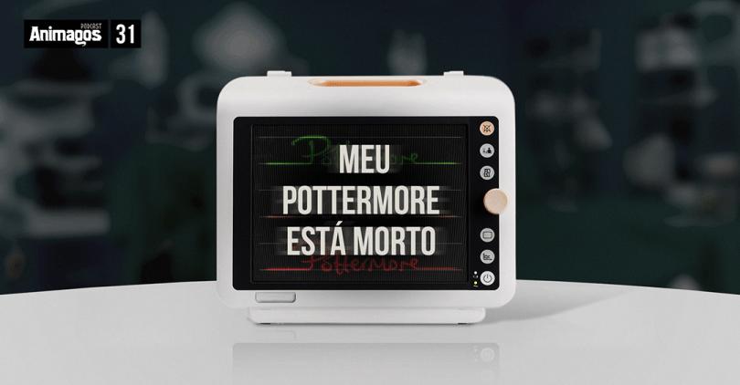 """Uma foto de um monitor de paciente de hospital com as linhas vermelha, amarela e verde formando o logo do Pottermore. Em cima, o texto """"meu Pottermore está morto""""."""