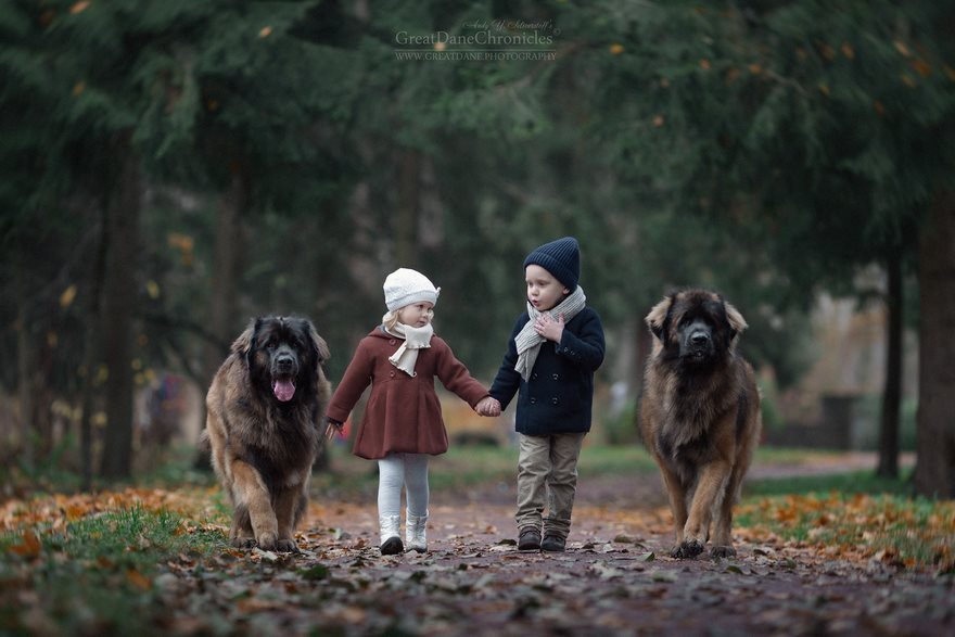 10-heart-melting-pics-of-kids-and-their-huge-pets